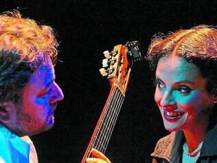 Max Robert e Marcê tocam clássicos da cantora carioca