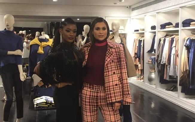 Flávia Alessandra e Erika Januza durante evento