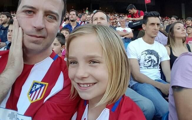 James e sua filha, Mia;