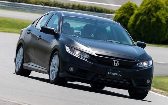 Protótipo do Honda Civic adianta troca do câmbio CVT por um automatizado de dupla embreagem e oito marchas