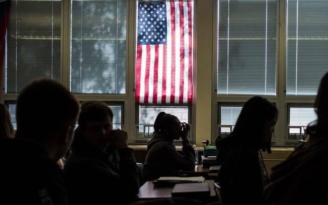 Volta às aulas em escolas norte-americanas tem aglomeração e surto da Covid-19