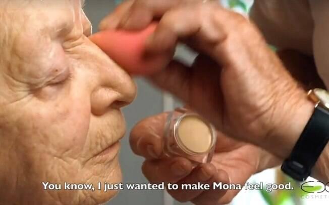 O tutorial de maquiagem com o casal de idosos já acumula milhares de visualizações e curtidas nas redes sociais
