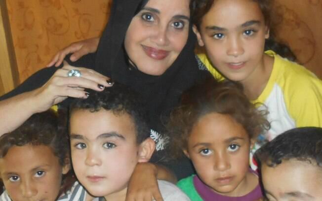 Lucia Helena com refugiados sírios