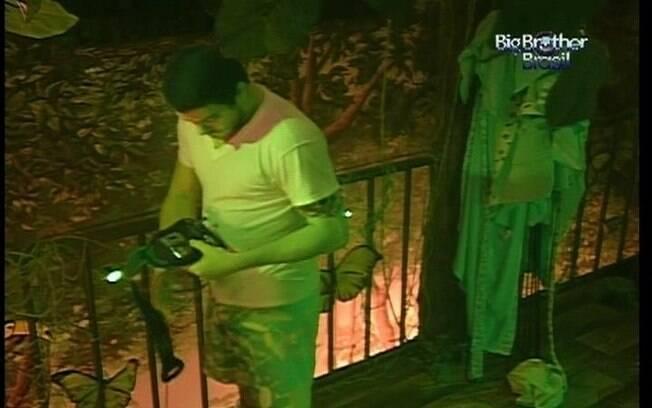 Carioca se prepara para dormir no Quarto Selva