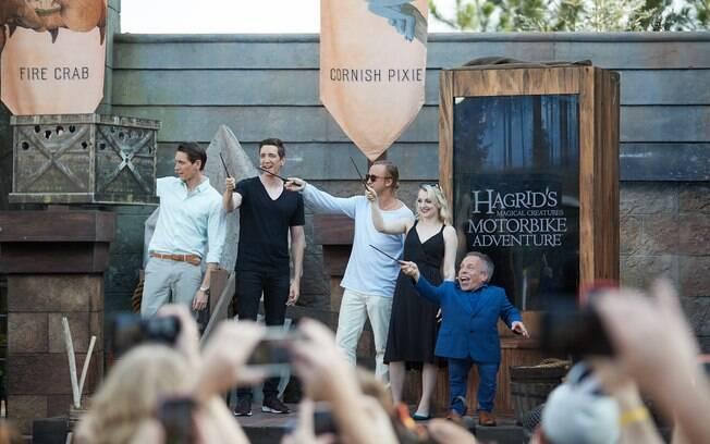 Atores dos filmes participaram da abertura na nova montanha-russa e fizeram apresentações especiais aos fãs