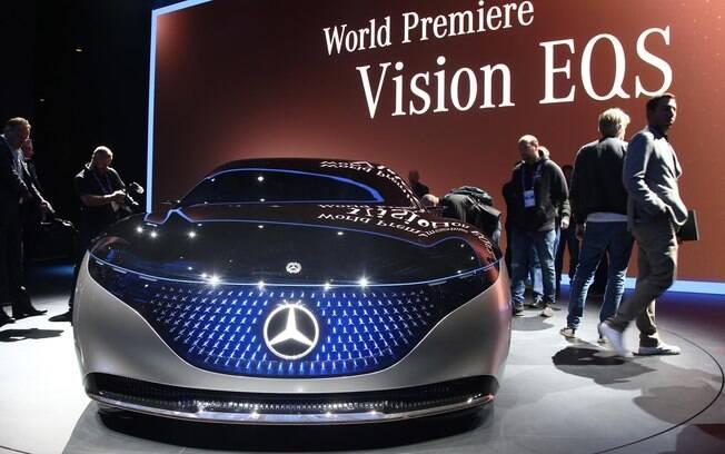 O Mercedes-Benz EQS será uma opção ecológica no segmento de sedãs grandes de alto luxo