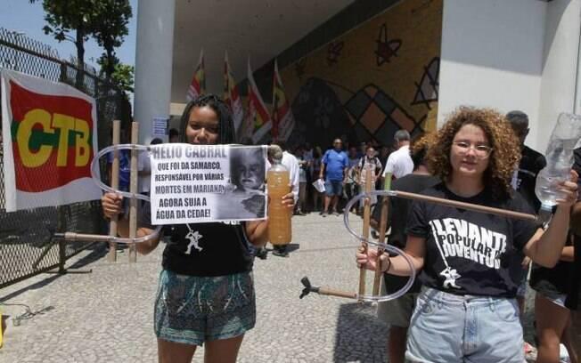 Manifestantes contestaram a gestão da Cedae e protestaram contra privatização