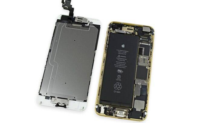 Bateria ocupa grande parte do espaço interno do iPhone 6