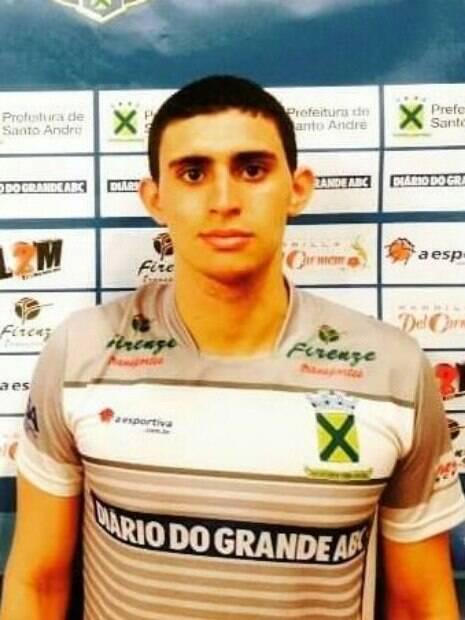 Jogador brasileiro Vinícius Noronha da Silva atuou no time de Santo André 24a955a5d45cc
