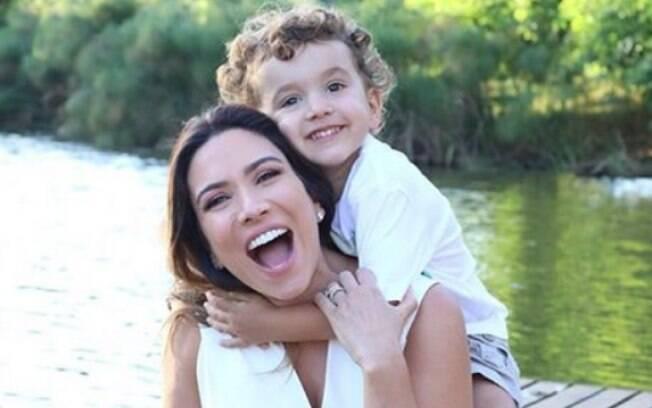 Grávida, Patrícia Abravanel pede ajuda à Super Nanny
