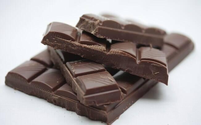 Confira com a confeiteira Cleide Fonseca%2C como derreter chocolate de formas diferentes e de quebra como temperá-lo%2C ou seja desenformar para fazer deliciosos bombons