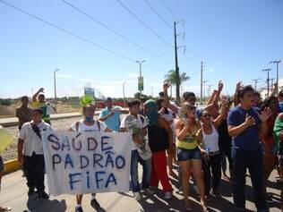 Torcida protesta nas imediações do novo Castelão