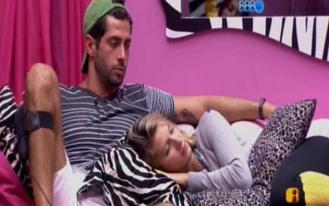 """""""Não consigo mais conviver com ele"""", diz Angela sobre Marcelo"""