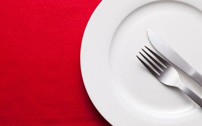 Jejum prolongado desacelera o metabolismo, dificultando a perda de peso