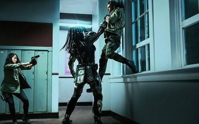 Cena do longa O Predador: Muita ação, muito humor e muita bagunça