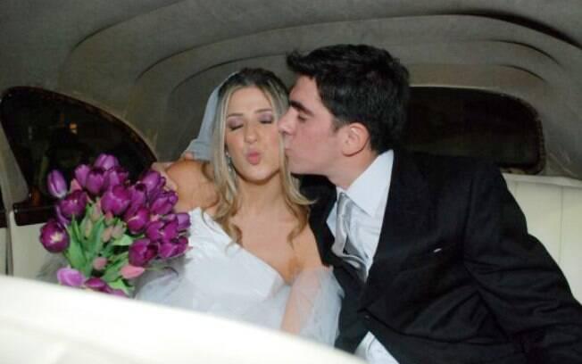 Dani Calabresa mandou um beijinho no ombro para os intrometidos no seu casamento com Marcelo Adnet: 'Às vezes, as pessoas erram'