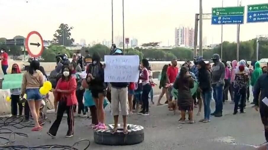 SP: Protesto bloqueia duas vias da Marginal Tietê nesta segunda (26)