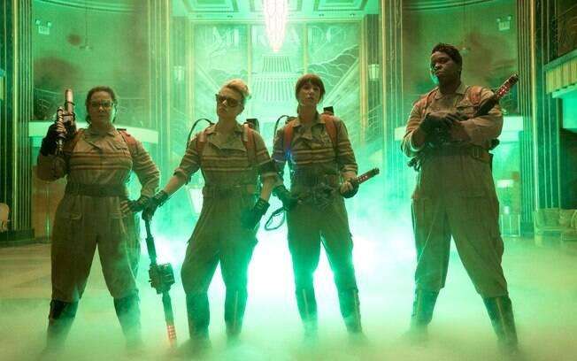 Leslie Jones (primeira da direita para a esquerda) criticou duramente a nova versão de