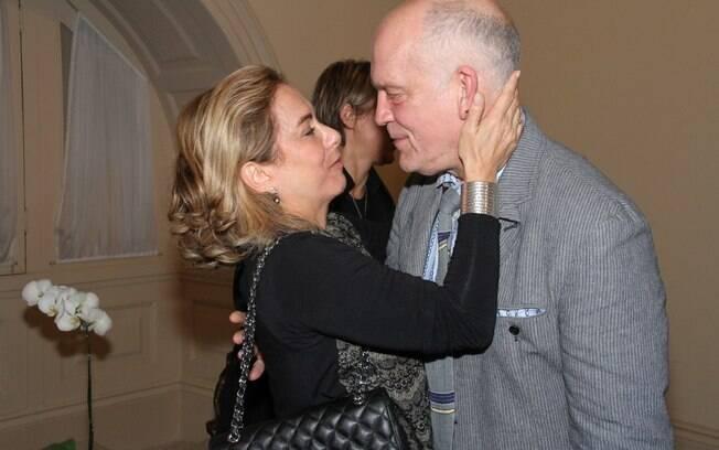 Cissa Guimarães cmprimenta John Malkovich