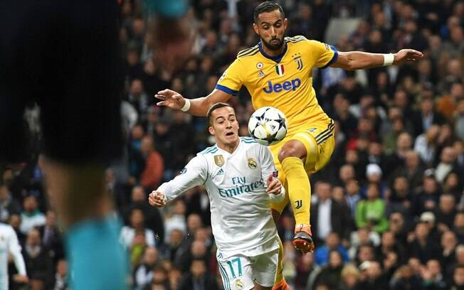 Por conta do pênalti em Lucas Vázquez, o zagueiro Benatia discutiu com o humorista Maurizio Crozza