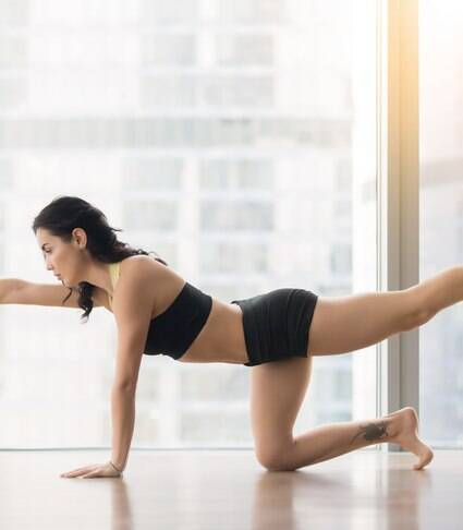 Cinco exercícios para fazer e se alongar em casa