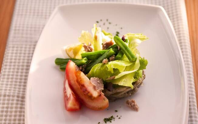 Foto da receita Salada niçoise pronta.
