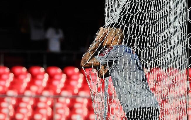 Guerrero lamenta gol perdido no primeiro  tempo do clássico contra o Santos