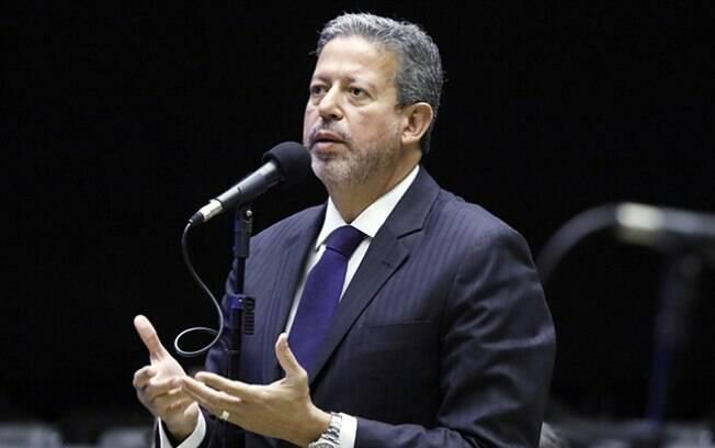 Defendido por Bolsonaro, Arthur Lira (PP-AL) foi o primeiro a se candidatar à presidência da Câmara dos Deputados