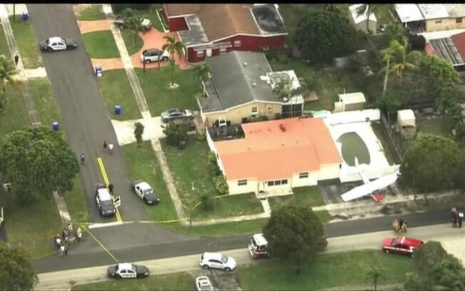 Avião pousa em quintal de casa na Flórida, EUA
