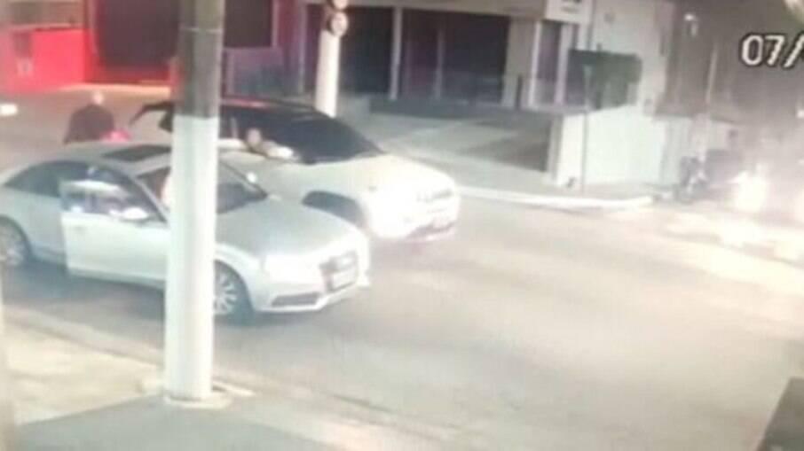 Câmeras de segurança registraram a ação