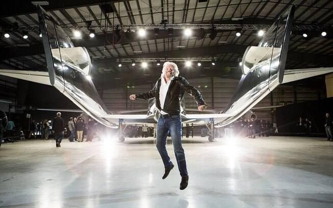 Sob o comando de Richard Branson, a Virgin Galactic sonha baratear os custos de viagens espaciais