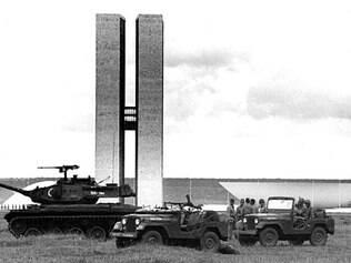 Intimidação. Durante a tomada de poder, em 1964, o Exército voltou suas forças contra o Congresso Nacional