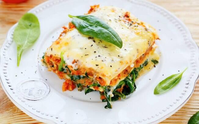 Quer participar da segunda sem carne mas não sabe como? Fazer uma lasanha apenas com queijo e vegetais é opção
