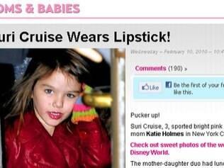 Suri Cruise: críticas à mãe, a atriz Katie Holmes, por deixar a menina usar batom e salto alto