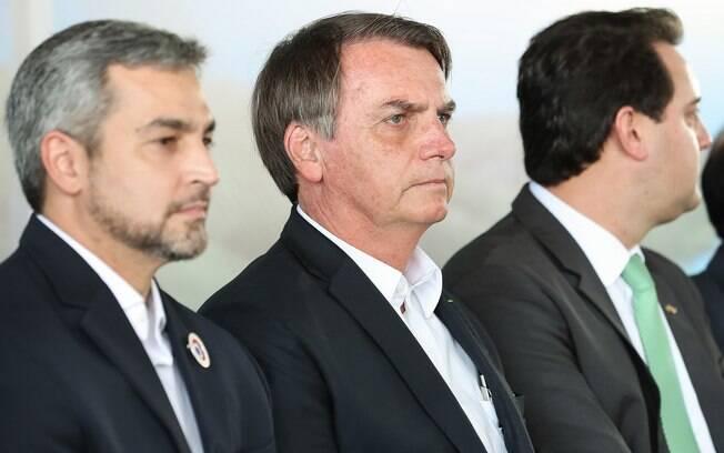 Bolsonaro falou sobre decreto de armas durante cerimônia de lançamento da pedra fundamental da construção da segunda ponte entre o Brasil e Paraguai