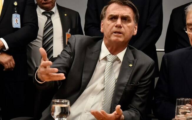Jair Bolsonaro defende uma nova política de proteção aos índios