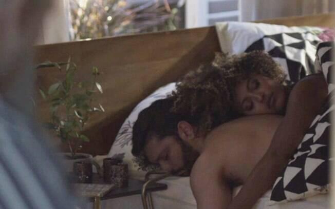 Diogo (Armando Babaioff) e Gisele (Sheron Menezzes)