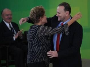 Dilma dá posse a Edinho Silva sob as vistas do ex-presidente Sarney