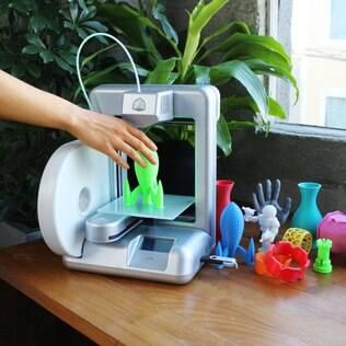 Cube permite imprimir em 3D pequenos objetos e está à venda no Brasil