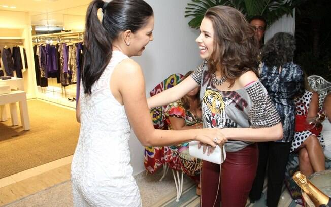 Mariana Rios e Bruna Linzmeyer se encontram em evento no Rio