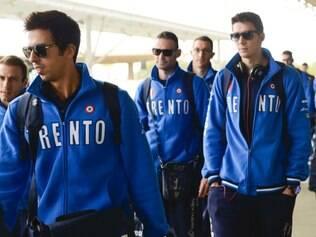 Delegação do italiano Trentino, atual tetracampeão, chega ao aeroporto de Confins para a disputa do Mundial de Clubes de Vôlei, em Betim
