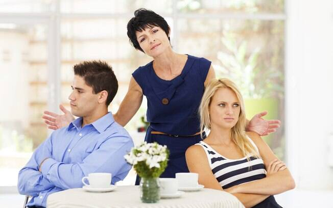 Algumas sogras possuem o talento de azedar as relações dos filhos com as noras ou genros
