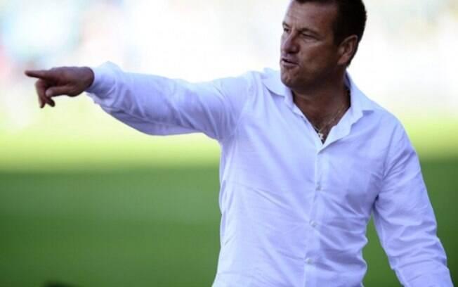O comando linha dura de Dunga é a aposta do  Inter para brilhar no nacional