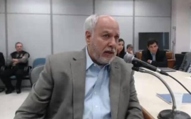 Ex-diretor da área de Serviços da Petrobras Renato Duque durante audiência com o juiz federal Sérgio Moro