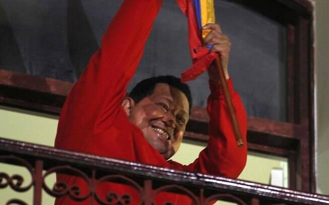 O presidente da Venezuela, Hugo Chávez, comemora reeleição em outubro de 2012