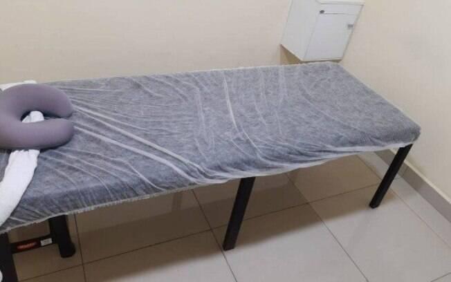 Maca utilizada pelo massagista na Baixada Fluminense