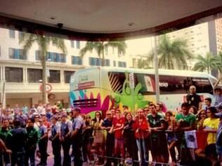 Diversos torcedores compareceram ao CT Rei Pelé para acompanhar o treino da seleção mexicana