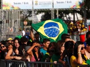 Esportes - Copa - Belo Horizonte - MG Torcedores assistem jogo do Brasil contra Mexico na Fan Fest em Belo Horizonte.   FOTO: FERNANDA CARVALHO / O TEMPO / 17.06.2014
