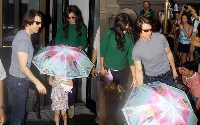 Tom Cruise e Katie Holmes ao lado de uma tímida Suri Cruise em Nova York