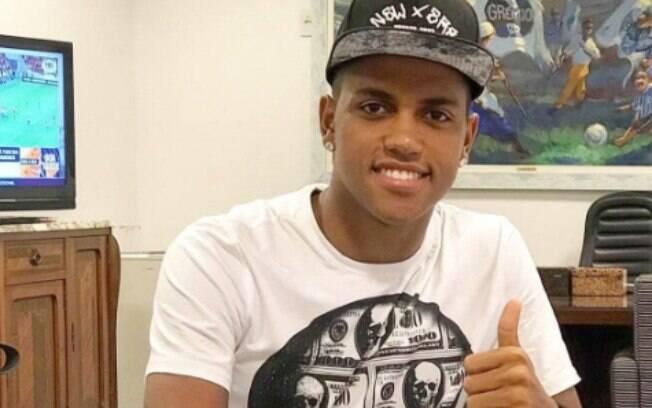 Pedro Rocha comemorou a renovação com o Grêmio nas redes sociais